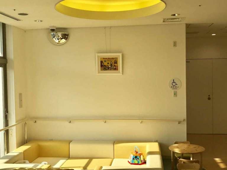 神戸陽子線センター様にジュエリー絵画を展示させて頂いております。