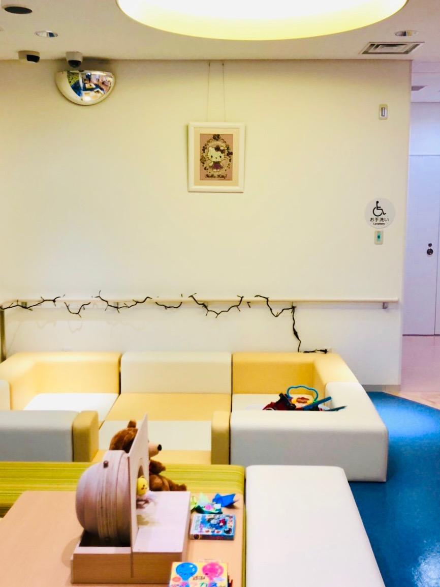 兵庫県立陽子線センター様に展示させて頂いているジュエリー絵画®が、『ジャングル大帝レオ』『ハローキティ』になりました!